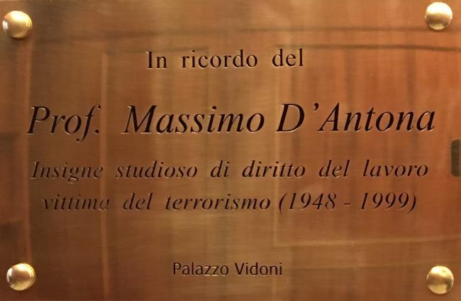 La targa dedicata a Massimo D'Antona